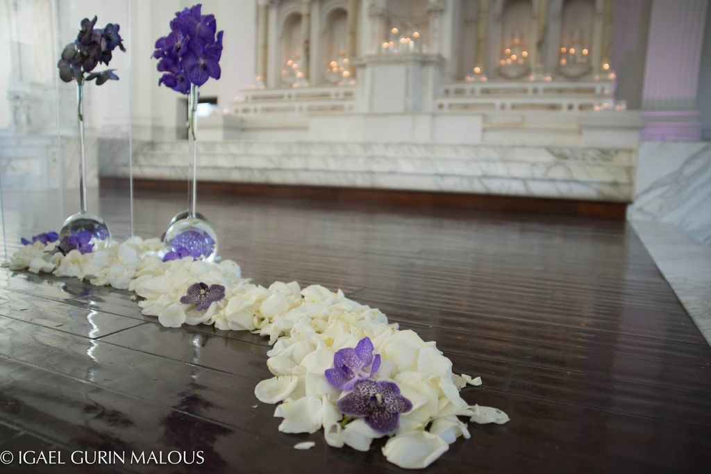 Chic ceremony floral design - Vibiana, Los Angeles